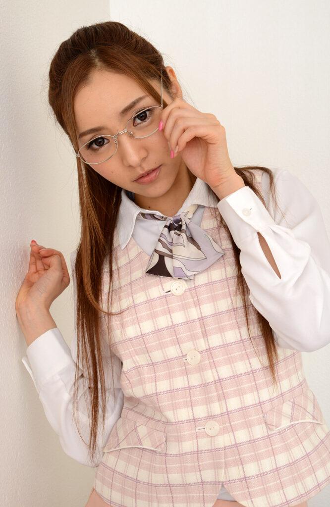 画像に alt 属性が指定されていません。ファイル名: anri-terutsuki-12-666x1024.jpg
